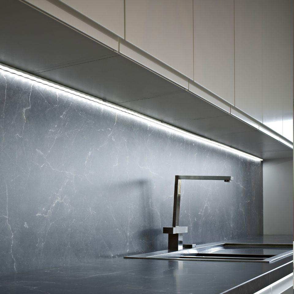 Fino surface mounted aluminium profile for Striscia led sottopensile cucina