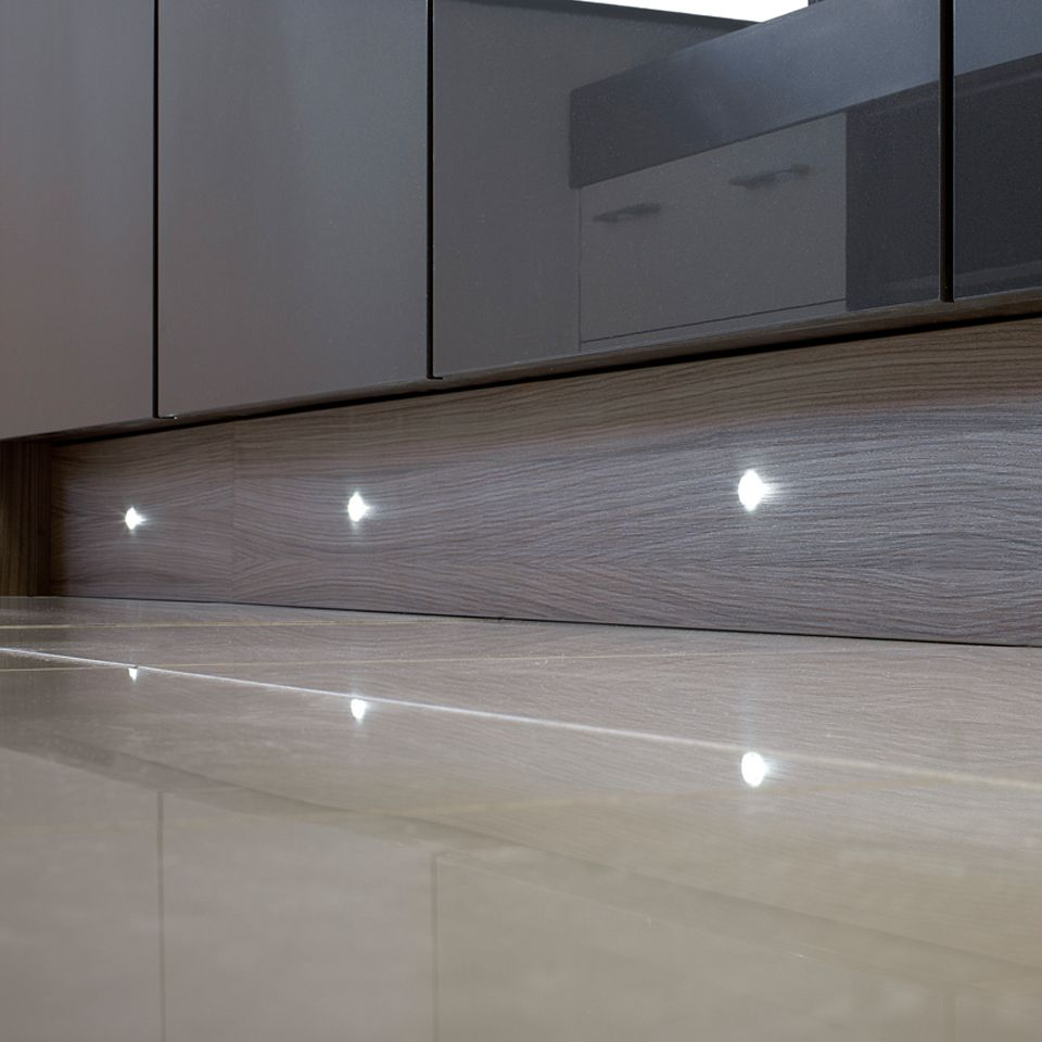 Puro 4 x 15mm round led plinth light pack for Kitchen units without plinths